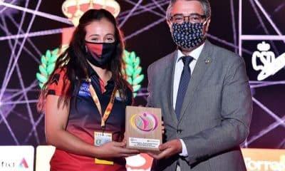 Isabelle na premiação das melhores do ano na Espanha