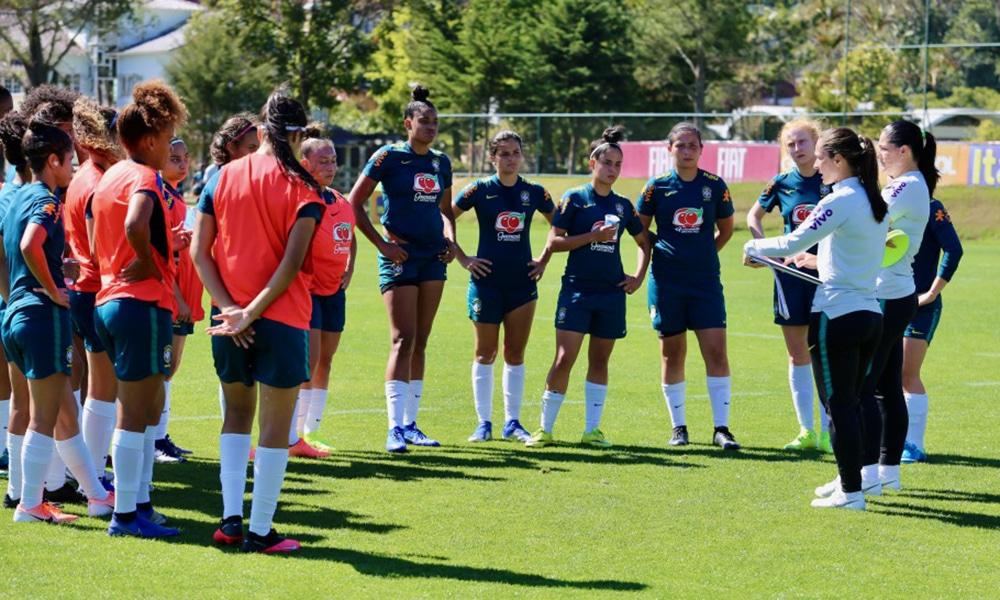 Simone Jatobá seleção feminina sub-17 futebol