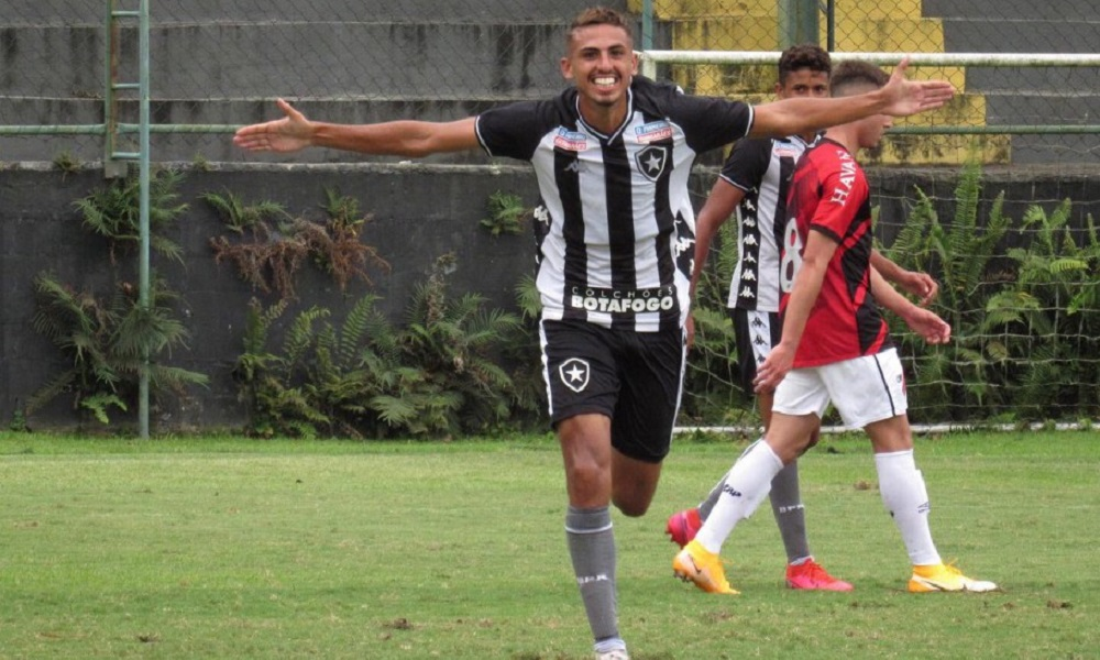 Botafogo venceu o Athletico pela oitava rodada e conquistou a primeira vitória na competição