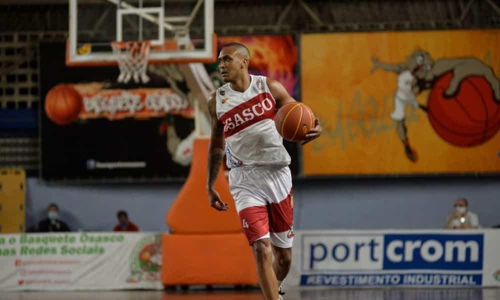 Robinho, do Basket Osasco, em ação no Paulista paulistano