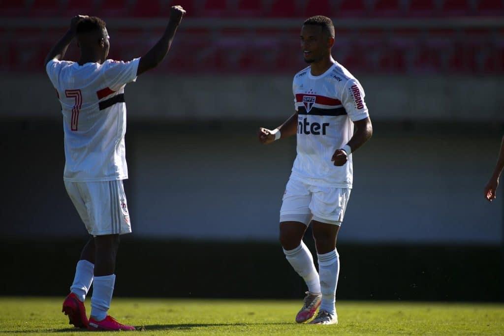 São Paulo vence o Botafogo em casa por 2 a 1 pelo brasileiro sub-20