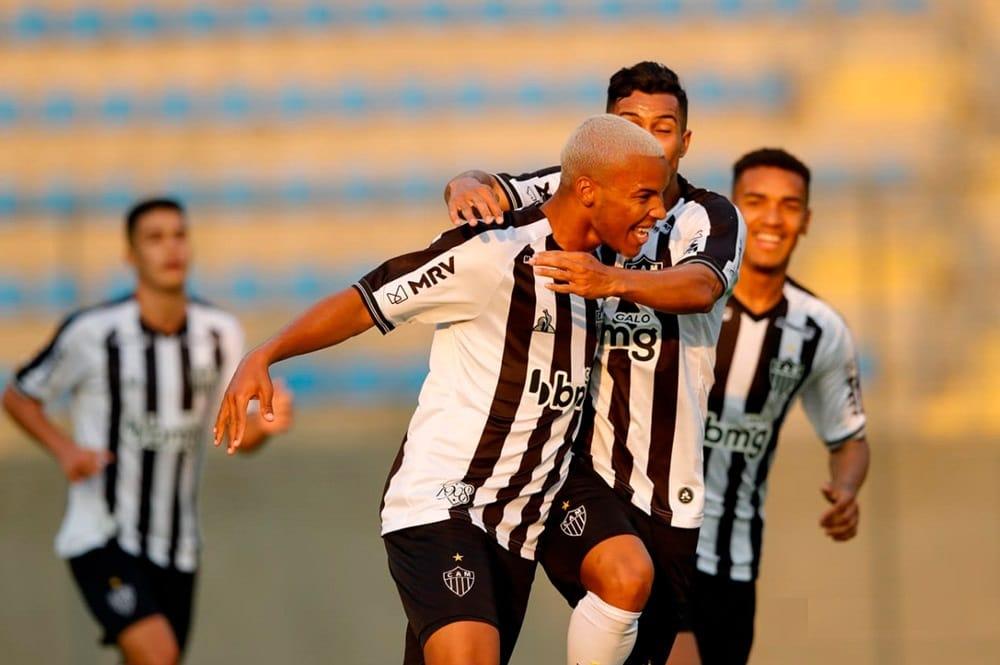 Atlético-MG goleia o Grêmio com primeiro tempo arrasador