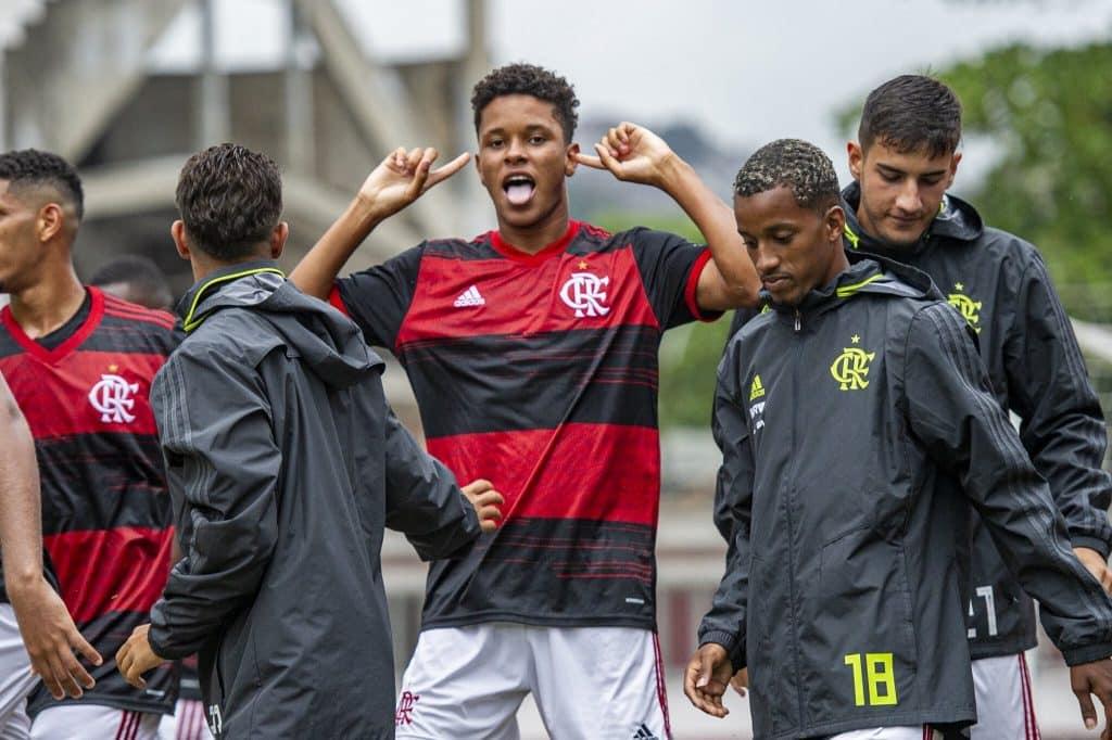 Flamengo bate o Sport em confronto de Rubro-Negros
