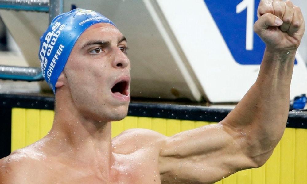 Fernando Scheffer colocou o Brasil lugar mais alto do pódio pela primeira vez na temporada de 2020 da ISL (International Swimming League). Neste sábado (17), o nadador gaúcho caiu na piscina em Budapeste, na Hungria, e ganhou a prova dos 200 m livres. O brasileiro venceu com 1min42s55, sua melhor marca pessoal. Representando a equipe LA Current, ele deixou para trás o lituano Danas Rapšys, segundo, e o austríaco Felix Auböck, terceiro