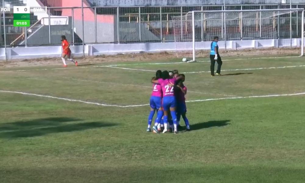 O único jogo da primeira rodada que estava pendente pelo Campeonato Brasileiro Feminino da Série A2 foi realizado nesta terça-feira (20). No estádio Raimundão, na cidade de Caucaia, no Ceará, o Fortaleza estreou com goleada diante do São Valério, do Tocantins. As Leoas atropelaram as visitantes, por 8 a 0, e assumiram a liderança do Grupo B, deixando o 3B da Amazônia, que venceu o Atlético, do Acre, por 7 a 0, em segundo.