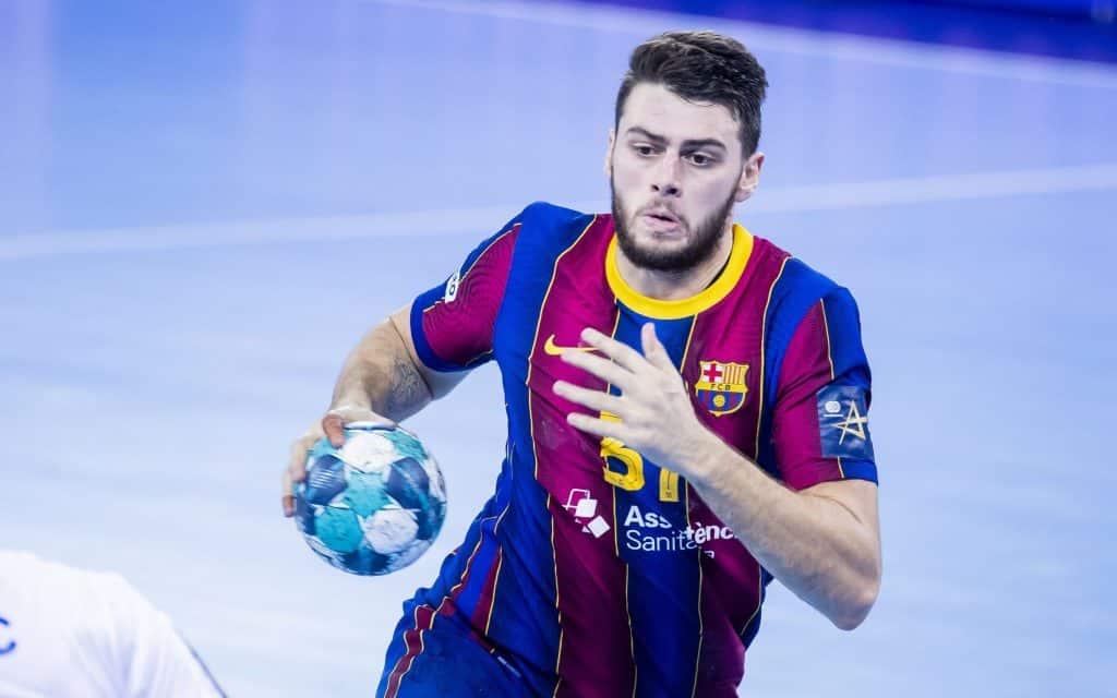 Pela Champions League masculina de handebol, o Barcelona, de Thiagus Petrus e Haniel Langaro, e o Veszprém, de Rogério Moraes, venceram e seguem 100%