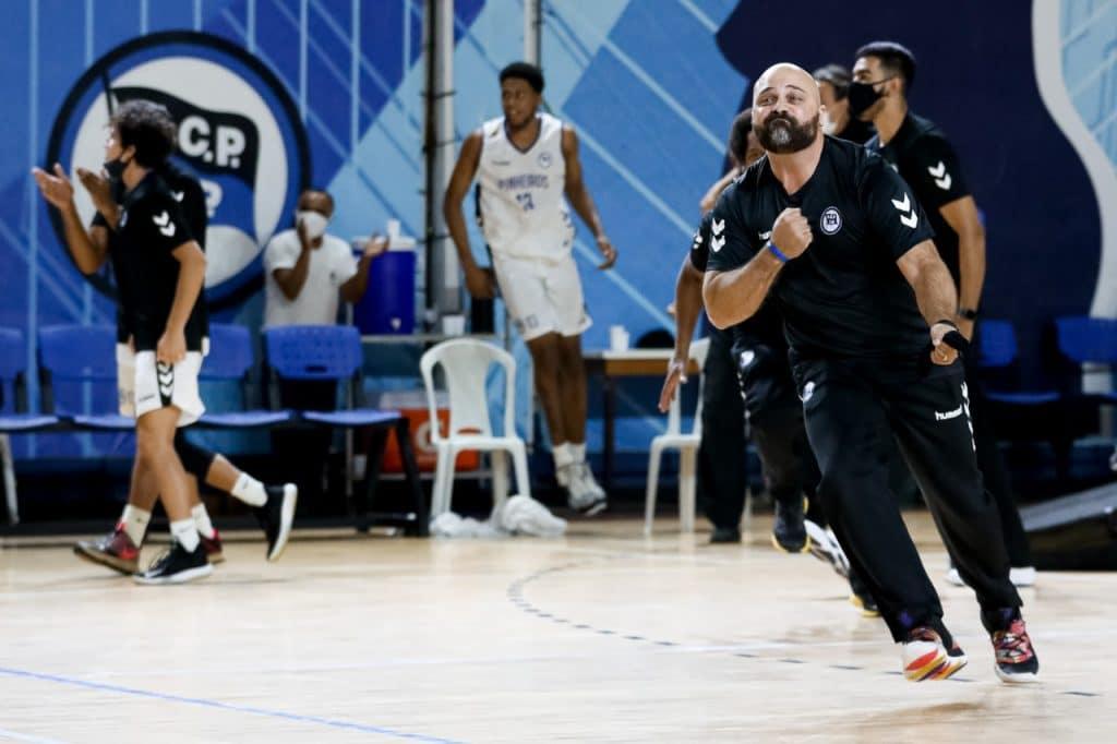 Pela quitna rodada do Campeonato Paulista de basquete masculino, o Paulistano, invicto, perdeu para a equipe do Pinheiros