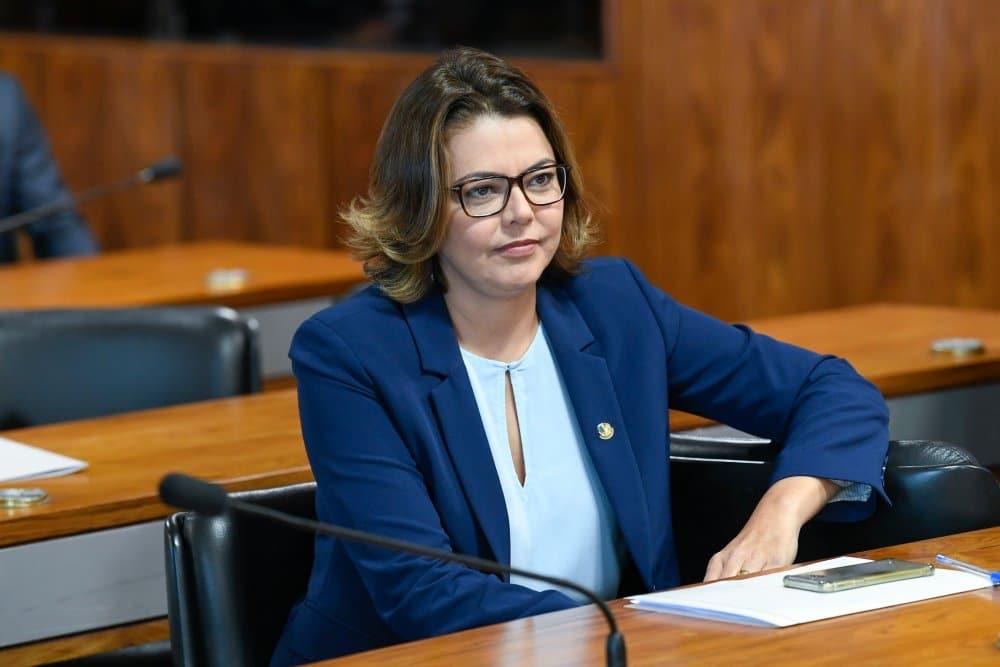 Leila Barros defende Carol Solberg