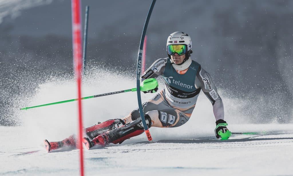 Lucas Braathen compete pelo esqui alpino