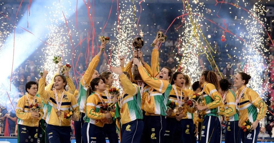 Documentário retrata o passado da Seleção Brasileira e as dificuldades até o Mundial de 2013.