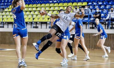 Os brasileiros Thiagus Petrus, Tamires Araújo e Mariana Costa celebraram triunfos nesta quinta-feira (29). No Campeonato Romeno de handebol feminino, o HC Dunărea Brăila derrotou o CSM Galati, por 22 a 17, e o CS Gloria Bistrița bateu o HC Zalău, 24 a 19. Já na EHF Champions League masculina, o Barcelona, da Espanha, recebeu o Aalborg Håndbold, da Dinamarca, e ganhou por 42 a 33.