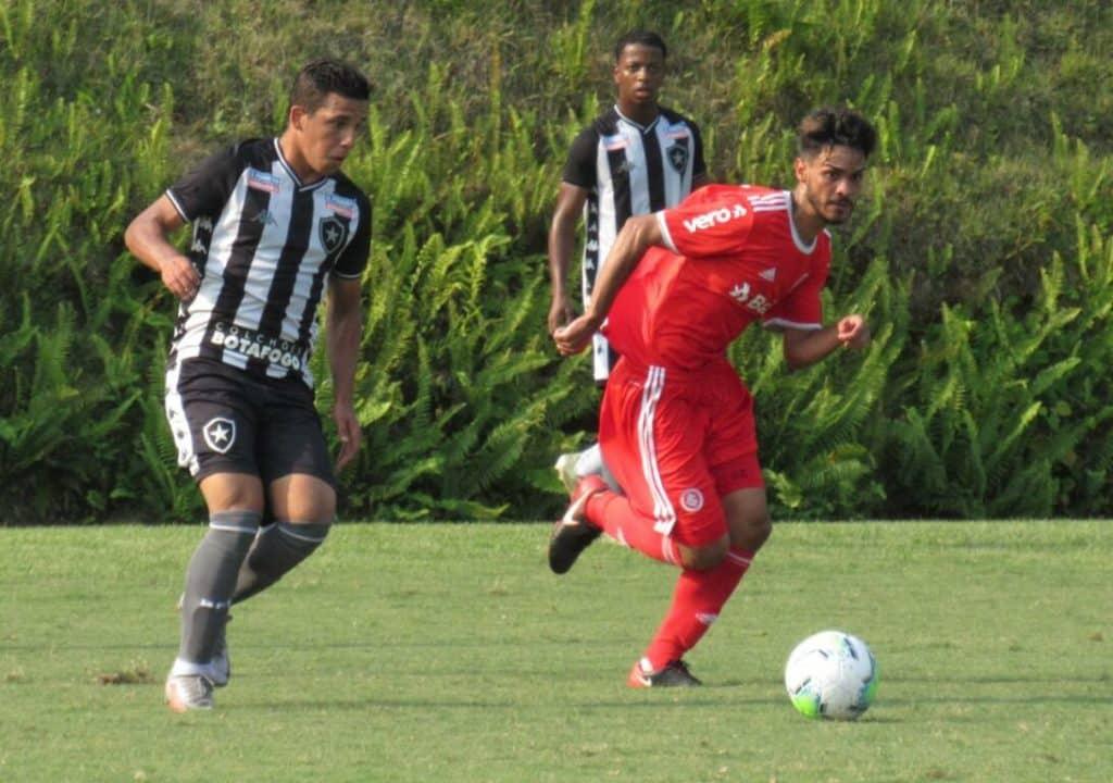 Botafogo e Inter ficam no empate em 2 a 2
