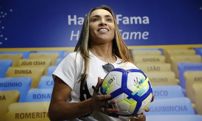 Marta futebol feminino estátua