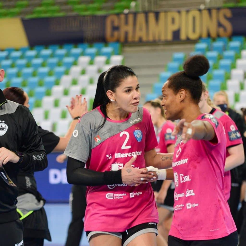 Pela 6ª rodada da Champions League de handebol feminino, o Krim Mercator, de Samara VIeira, caiu por 25 a 23, com 8 gols da brasileira, a artilheira do dia Champions League de handebol feminino