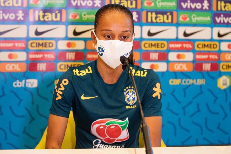 Adriana celebra boa fase e retorno à seleção brasileira após corte na Copa do ano passado Camila futebol feminino