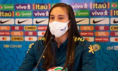 Camila comemora oportunidade de servir a seleção após corte de Marta