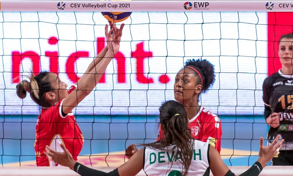 Ana Tieme venceu Marcela Correa e Nikolle Del Rio pela Copa Europeia de vôlei (CEV/Divulgação)