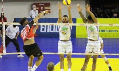 Os três times que atuaram como visitantes neste sábado (28), na abertura da sétima rodada da Superliga masculina 2020/21, ganharam suas partidas. O domínio começou com a vitória do Azulim/Gabarito/Uberlândia diante do Pacaembu Ribeirão, por 3 sets a 0. Na sequência, o Vôlei UM Itapetininga recebeu o América Montes Claros e foi derrotado: 3 a 2. Para finalizar o dia, o Sada Cruzeiro aplicou um 3 a 0 no Sesi, em São Paulo