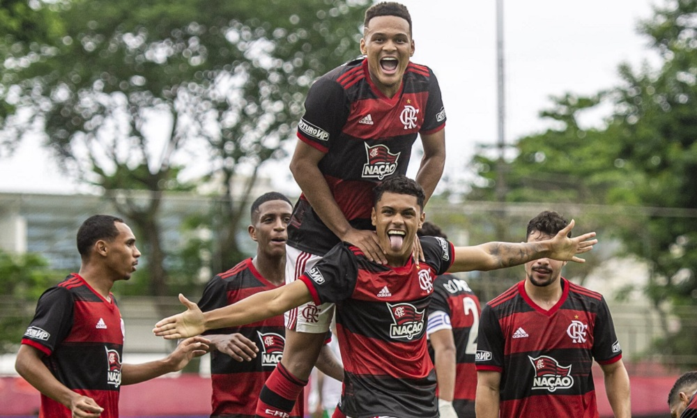Flamengo vence a Chapecoense por 3 a 0