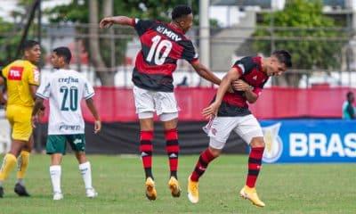 Com três vitórias seguidas no Brasileiro Sub-20, o Flamengo recebe o Ceará, que não venceu nas últimas três vezes que entrou em campo. O jogo será válido pela 11ª rodada da competição e neste domingo (8), às 15h, no estádio da Gávea, no Rio de Janeiro. Com 17 pontos, o Mengão ocupa a sexta posição. Por outro lado, o Vozão está na parte debaixo da tabela, com 11 e na 15ª colocação. Veja o ao vivo aqui pelo OTD