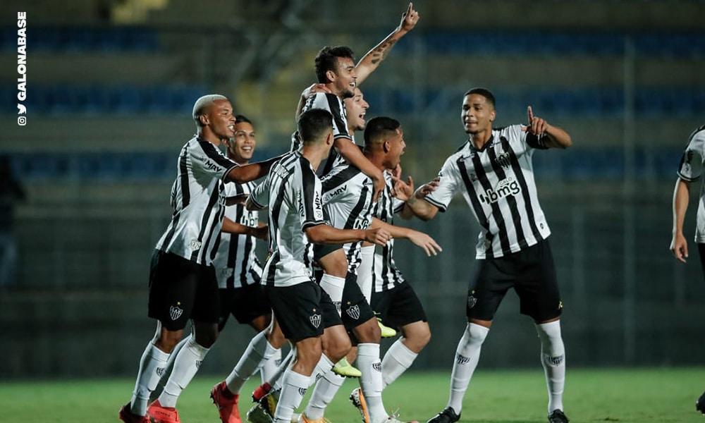 O meia Júlio César fez o primeiro do Atlético-MG (Twitter/GaloNaBase)