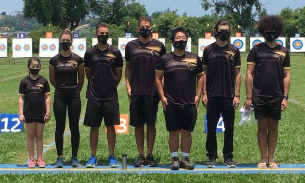 Marcus D'Almeida e seus companheiros da equipe Dispara Brasil (Divulgação) Brasileiro de Tiro com Arco Atletas Olímpicos