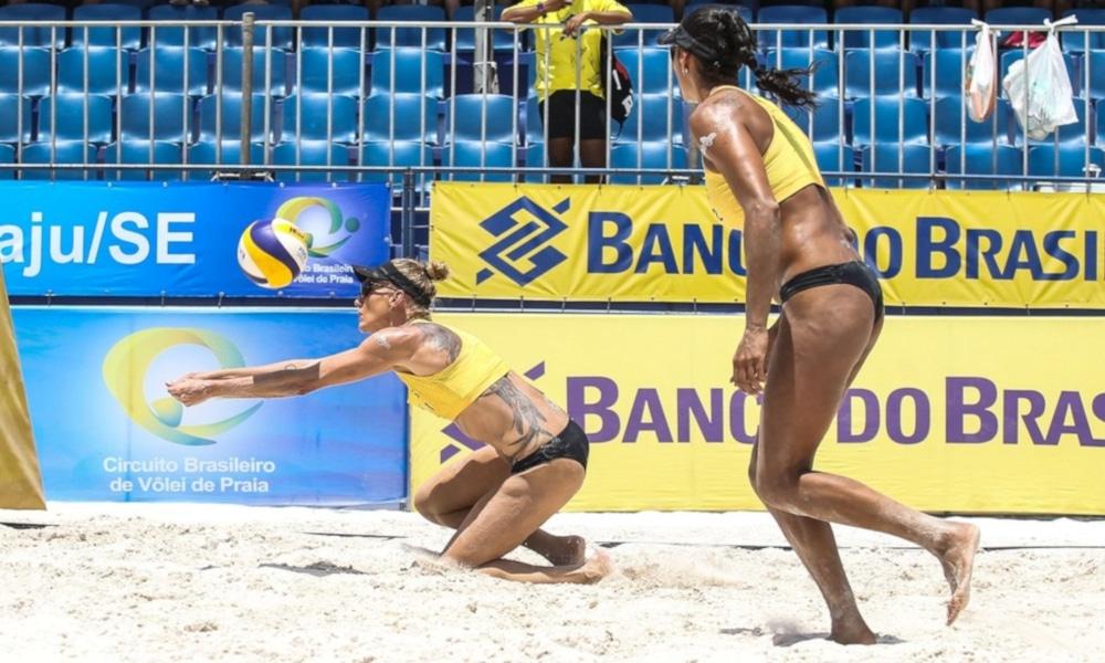Mari fez dupla com Paula Pequeno no vôlei de praia (Wander Roberto/Inovafoto/CBV)