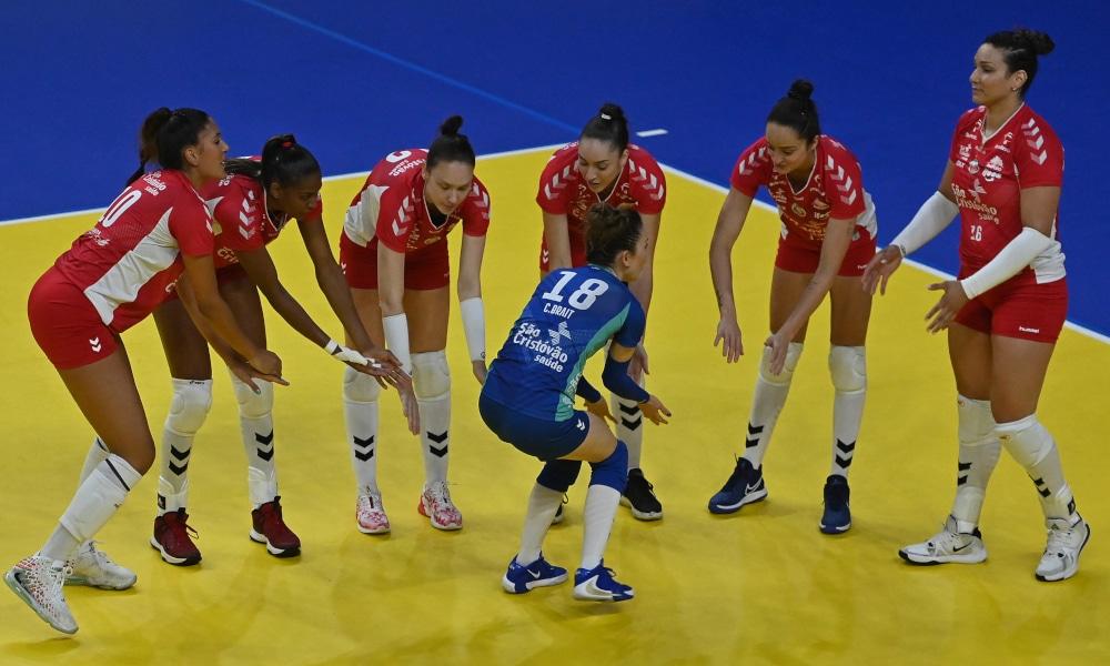 O Osasco/São Cristóvão Saúde venceu o São Paulo/Barueri por 3 sets a 0 pela 3ª rodada da Superliga feminina de vôlei; Roberta levou o troféu VivaVôlei