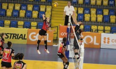 Com grande atuação da oposto Polina Rahimova, o Sesi Bauru conquistou sua quinta vitória na Superliga feminina 2020/2021 ao superar o São José dos Pinhais, fora de casa, por 3 sets a 0, parciais de 29/27, 25/17 e 25/16, em 1h25min. O duelo foi disputado nesta sexta-feira (27), no ginásio Ney Braga, e a jogadora do Azerbaijão foi a maior pontuadora do jogo, com 18 pontos, e ganhou o troféu VivaVôlei, eleita melhor em quadra