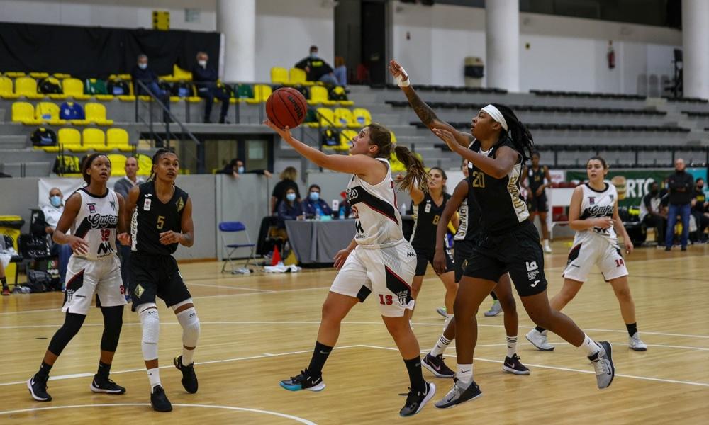 O Quinta dos Lombos, de Rapha Monteiro, lidera o Português de basquete (Facebook/quintadoslombos.basquetebol)