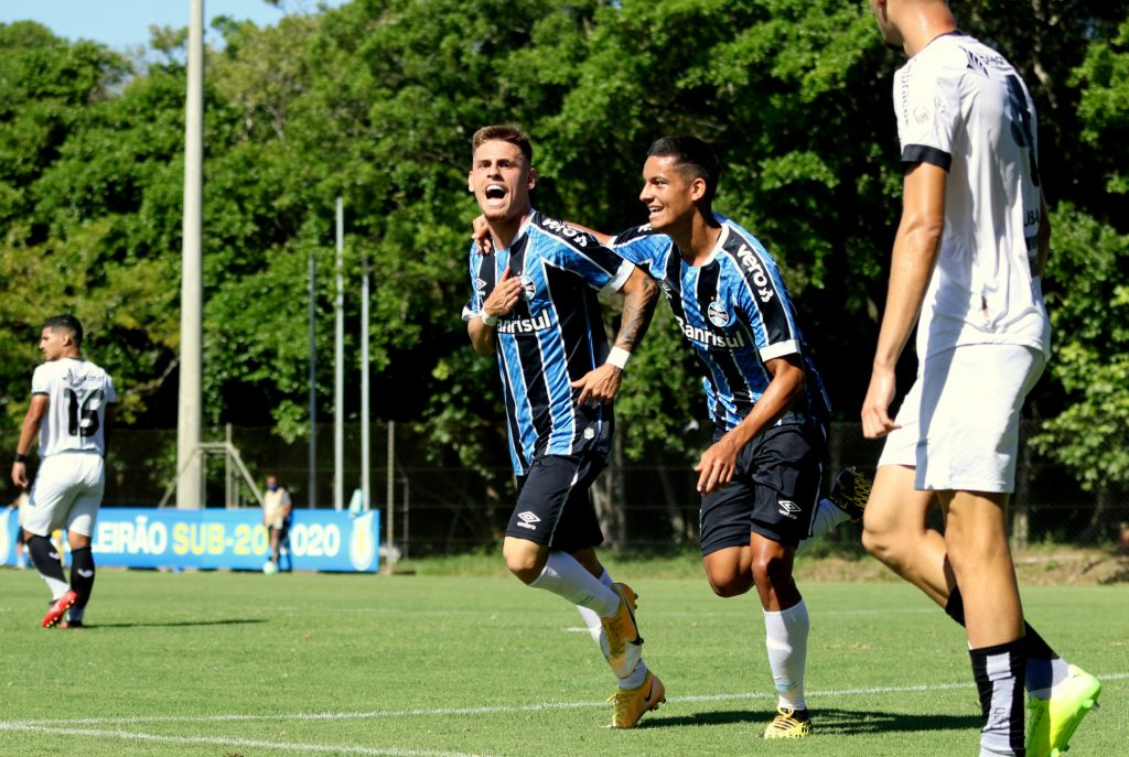 Grêmio goleia o Ceará por 4 a 2 de virada