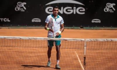 O brasileiro Thiago Monteiro decidiu finalizar sua temporada de 2020 e divulgou a notícia nesta quinta-feira (26). Eliminado nas oitavas de final do Challenger de São Paulo, pelo francês Maxime Janvier por 2 sets a 1, 7/6(5), 6/7(4) e 6/4, o atleta número 1 do Brasil e 84ª no ranking da ATP (Associação dos Tenistas Profissionais) optou por iniciar suas férias ao invés de participar do Challenger de Campinas de tênis, na próxima semana