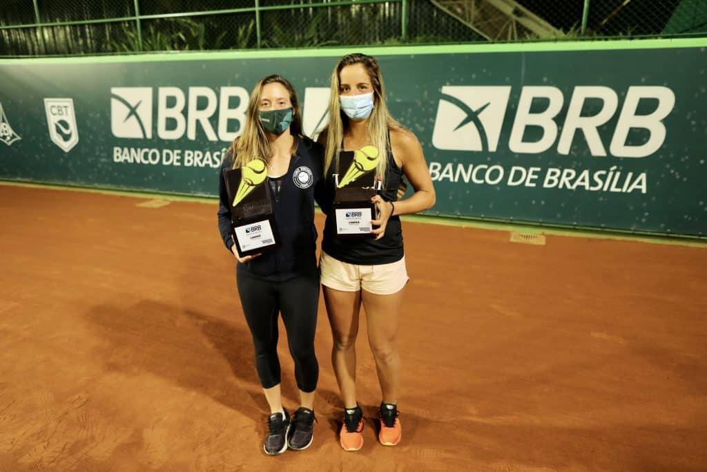 Luisa Stefani e Ingrid Martins são campeãs de duplas na Supercopa de tênis