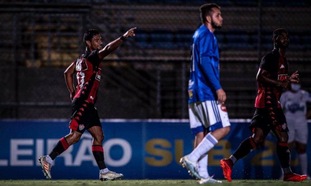 O Vitória recebe o Fluminense nesta segunda-feira (30) pela 15ª rodada do Campeonato Brasileiro Sub-20. O jogo está marcado para o estádio Manoel Barradas, o Barradão, às 15h. Com 23 pontos, o time Rubro-Negro ocupa a oitava colocação. Do outro lado do campo estará o Tricolor das Laranjeiras que, no momento, aparece na terceira posição, com 28. Assista ao vivo no OTD