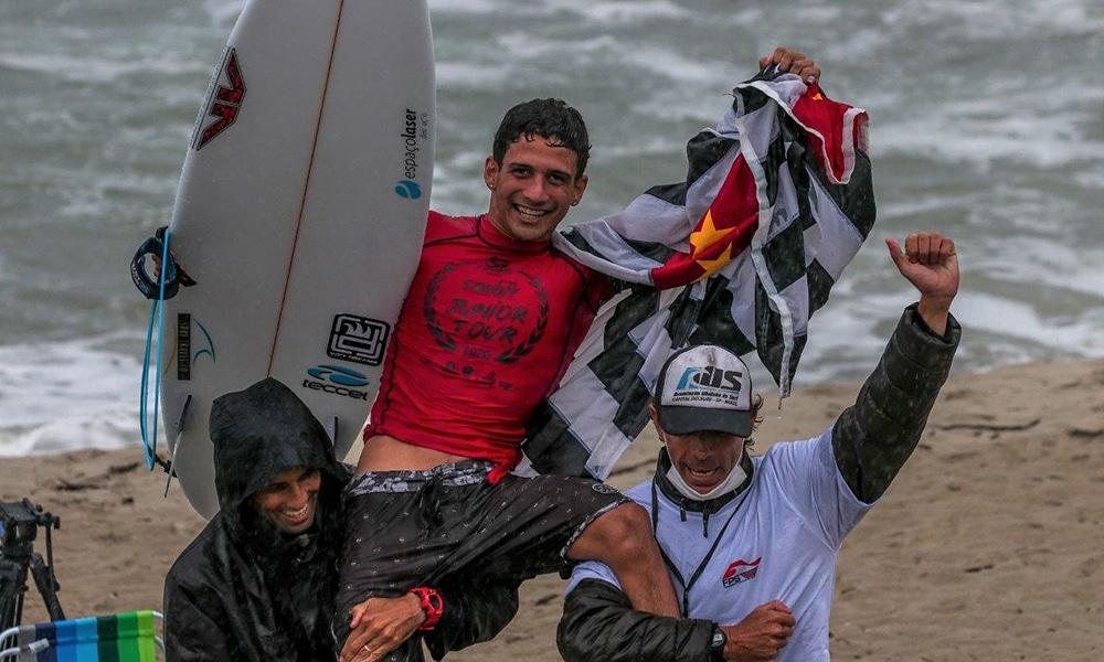 Caio Costa surfe circuito brasileiro de surfe de base CBSurf Júnior Tour