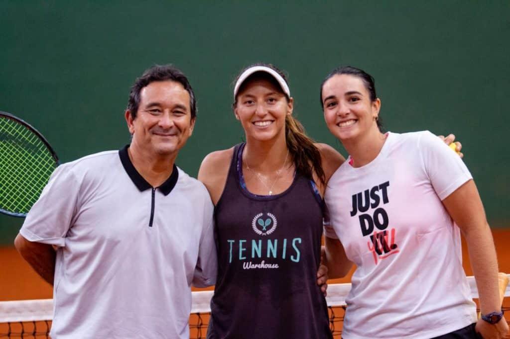 Luisa Stefani dá clínica para crianças e adolescentes em São Paulo; Tenista realizou a clínica na Omaki Tênis, na Academia Paulistana