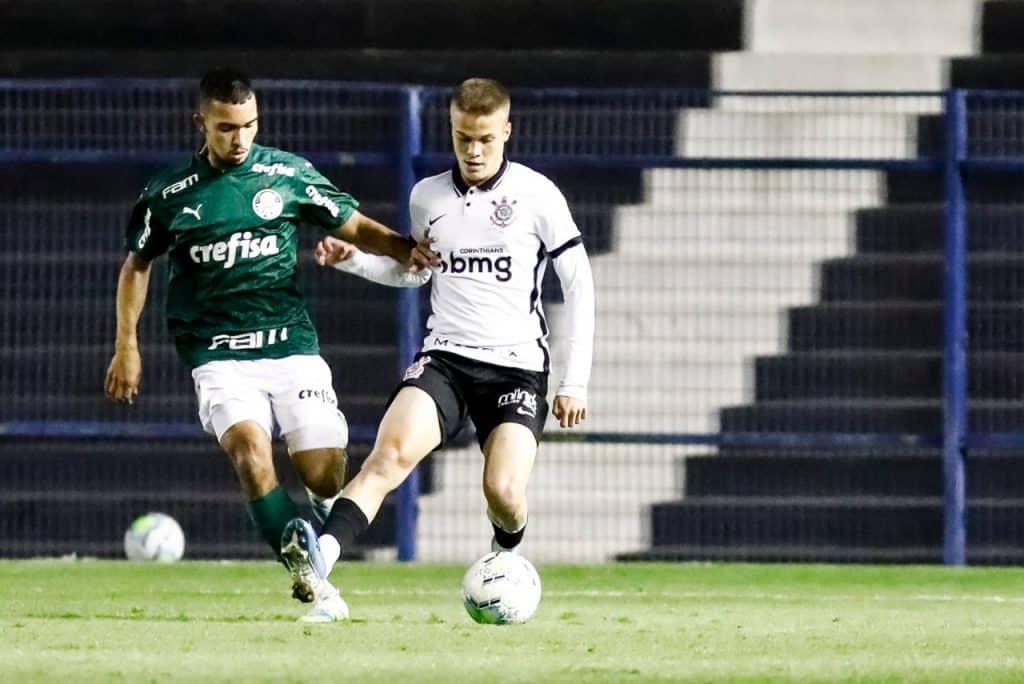 Pela 7ª rodada do Campeonato Brasileiro Sub-17, o Palmeiras venceu o Corinthians por 3 a 0 e se classificou para as quartas de final do torneio