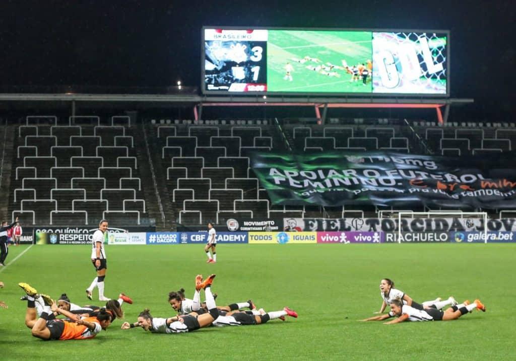 Corinthians faz 4 a 2 no Avaí Kindermann no segundo jogo da final do Campeonato Brasileiro feminino de futebol e se sagra campeão nacional pela 2ª vez