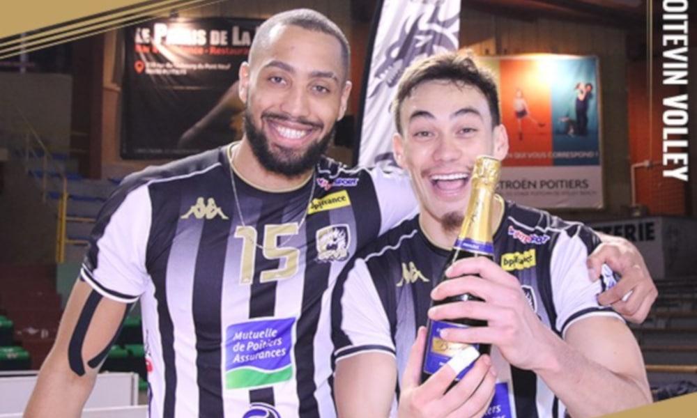 Chizoba Neves, camisa 15, foi eleito o melhor em quadra (Facebook/stadepoitevin.volleybeach)