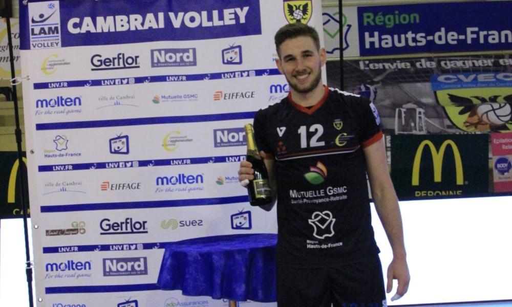 MVP do jogo, Daniel Cagliari ganhou uma champanhe (Facebook/cambrai.volleyball)