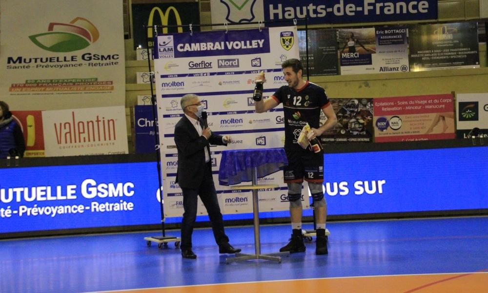 Daniel Cagliari foi eleito o melhor em quadra na vitória pela Liga Francesa de vôlei (Facebook/cambrai.volleyball)