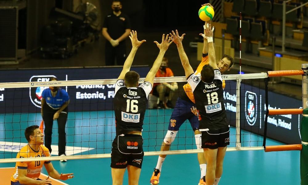 Éder Carbonera venceu pela Champions League de vôlei com o Berlin Volleys (Michael Hundt/CEV) Natália