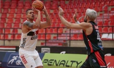 Flamengo atropela o Franca e segue 100%