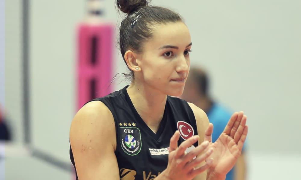 Gabi marcou dez pontos na vitória do time turco (Facebook/VakifBankSK)