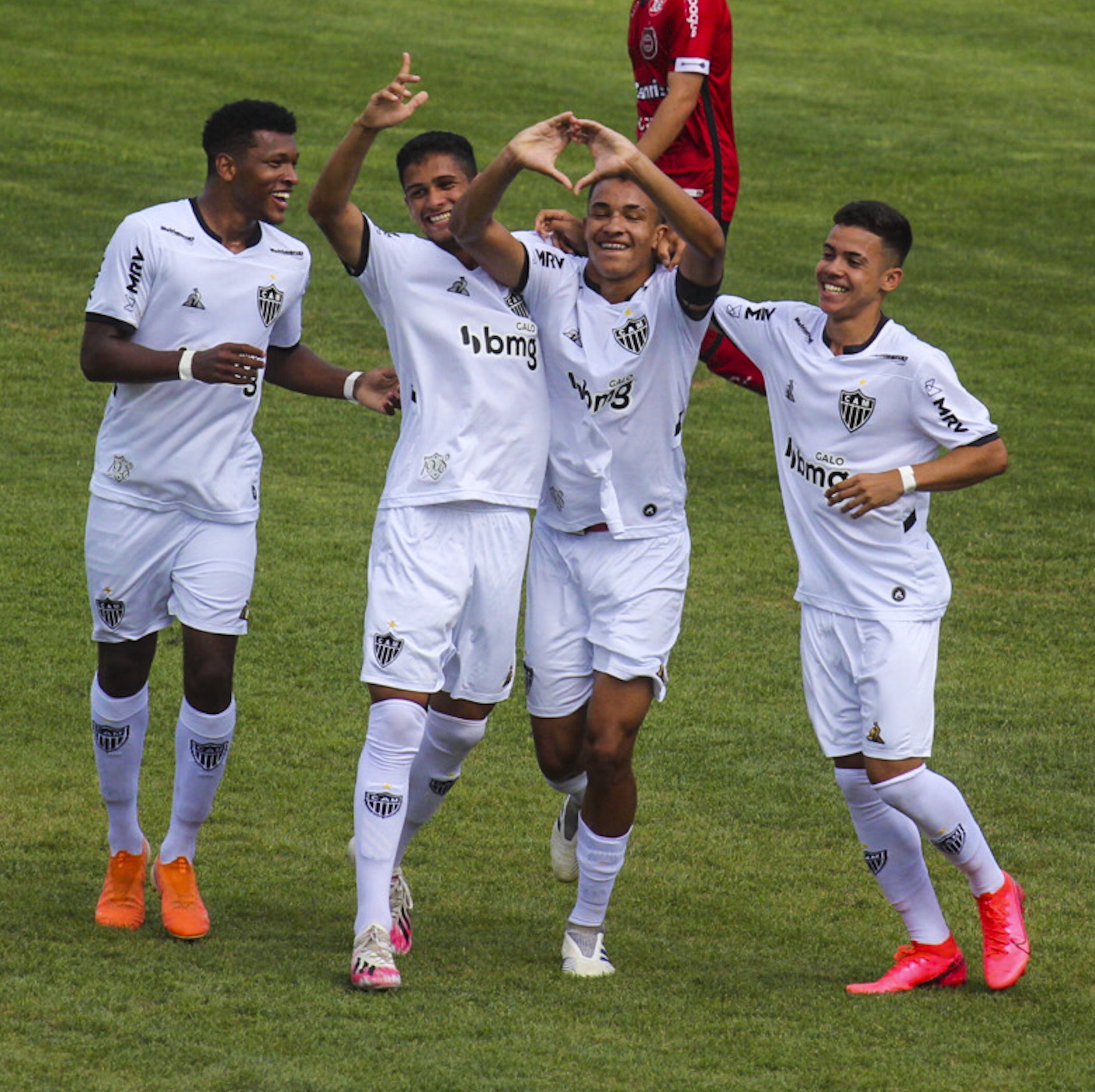 Atlético-MG sai na frente por vaga nas quartas