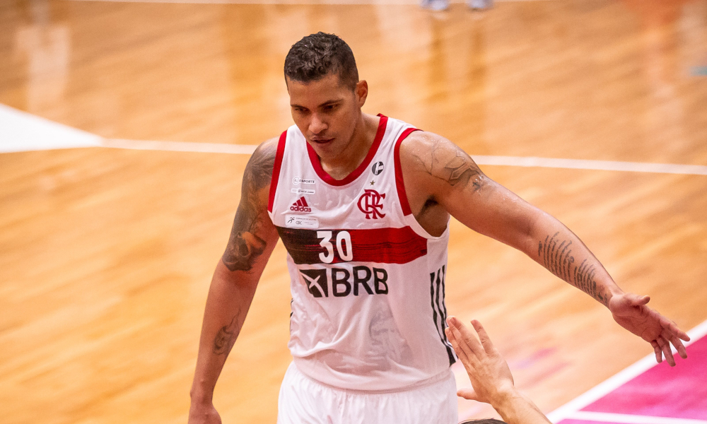 Rafael Hettsheimeir foi o cestinha do Flamengo, com 21 pontos, na vitória diante do Mogi pelo NBB (Marcos Limonti/Divulgação)