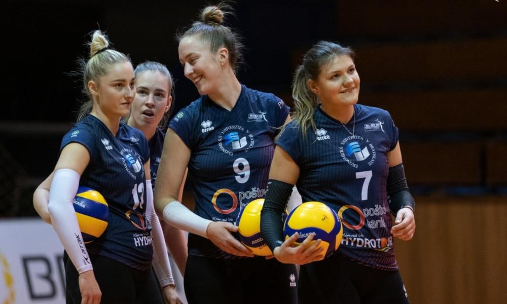 Raquel Löff, camisa 9, foi a maior pontuadora da vitória do seu time (Facebook/slaviaeuba)