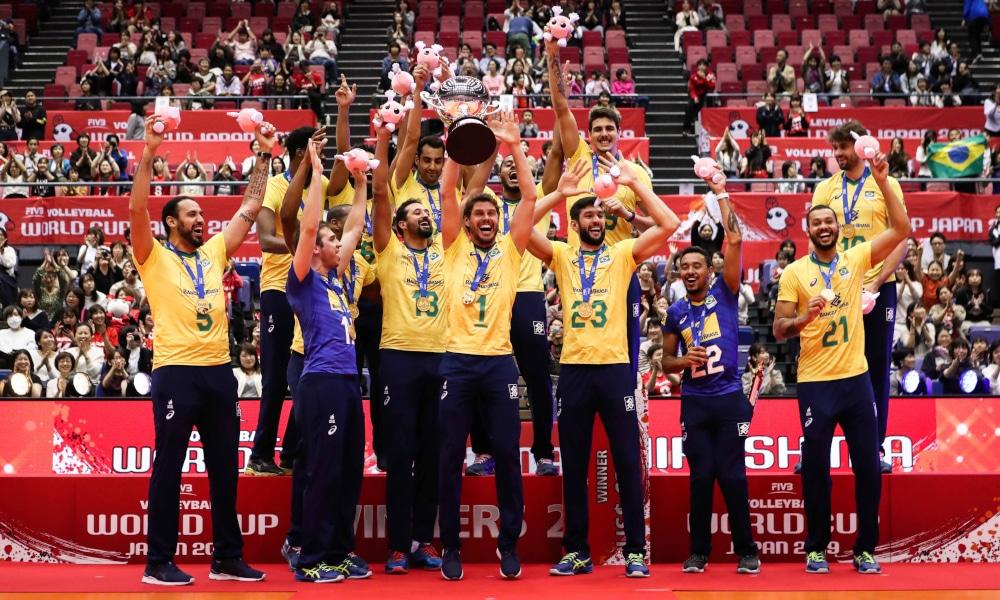 O vôlei brasileiro continua entre os melhores do mundo tanto entre homens quanto entre as mulheres. A FIVB (Federação Internacional de Voleibol) divulgou o ranking de 2020 e o Brasil está no pódio nos dois naipes. A seleção brasileira masculina segue no topo, com 427 pontos. Já a feminina é a terceira, com 328, abaixo apenas de China (391) e Estados Unidos (382)