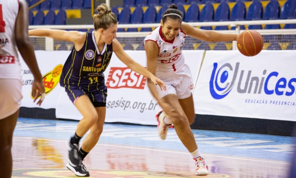 A equipe de Tainá Paixão tinha a chance de se garantir na final neste sábado, mas perdeu (Ellen Costa/Sesi Araraquara)