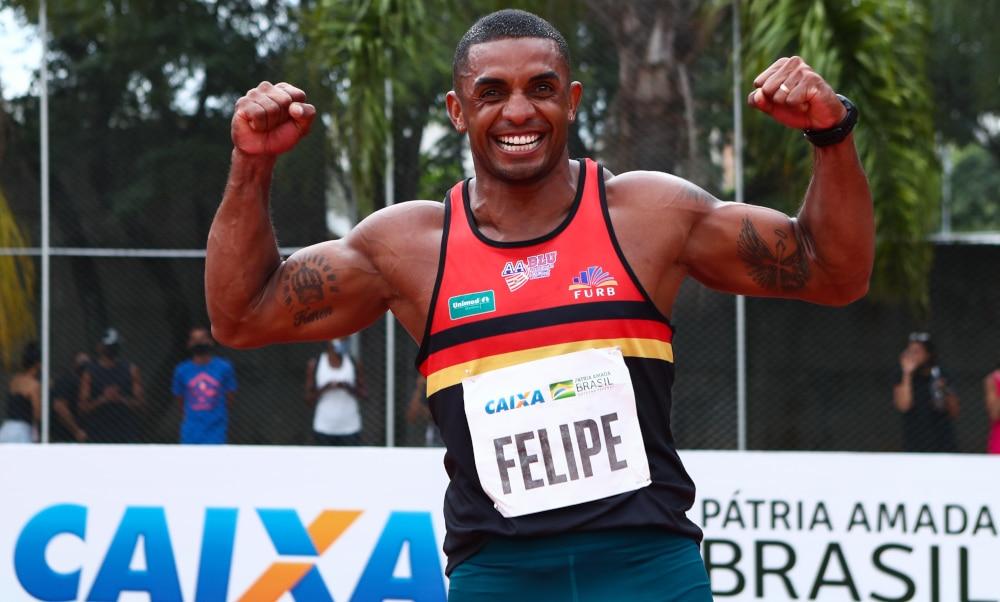 O atletismo brasileiro garantiu mais uma vaga nos Jogos Olímpicos de Tóquio, em 2021, neste sábado (12). Felipe Vinicius dos Santos (AABLU) terminou em primeiro no decatlo no Troféu Brasil, com 8.364 pontos, e se garantiu na Olimpíada. O decatleta alcançou o índice, que era de 8.350. Com esse resultado, o competidor paulista se tornou o segundo melhor brasileiro da história na prova, atrás apenas de Carlos Chinin, que tem 8.393 e 8.388.